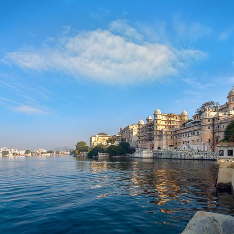 Lake Pichola and City Palace in Udaipur