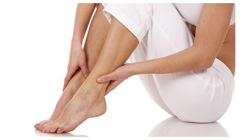Почему сводит ноги в ступнях