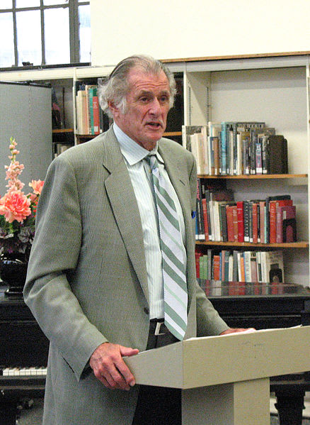Westport writer Frank Deford speaks at the Bridgeport Public Library in 2007.