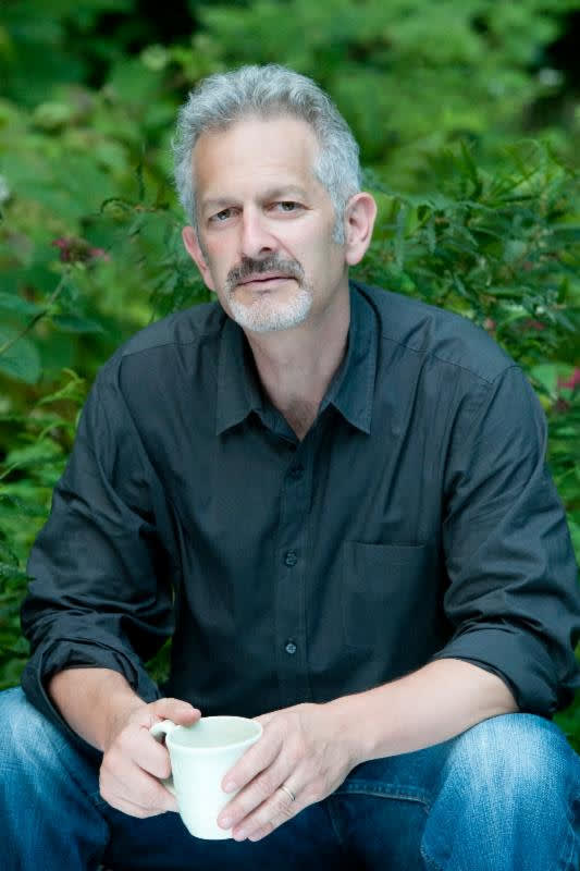 Stephen Apkon will present a lecture about parenting in the age of the digital world.