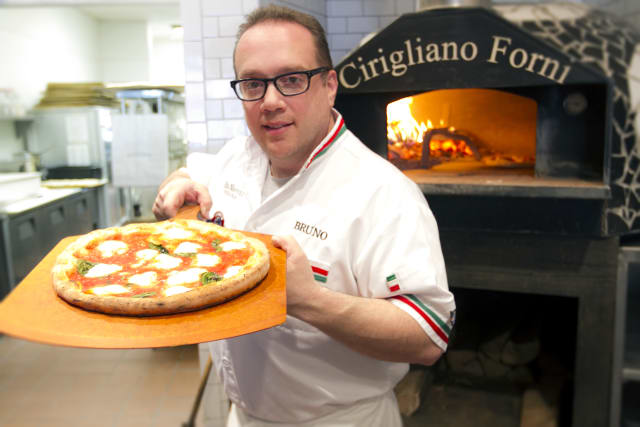 "Ridgefield Chef Bruno DiFabio, owner of Pinocchio Pizza in Wilton and New Canaan, will be a guest judge on Sunday night's episode of the Food Network show ""Chopped."""