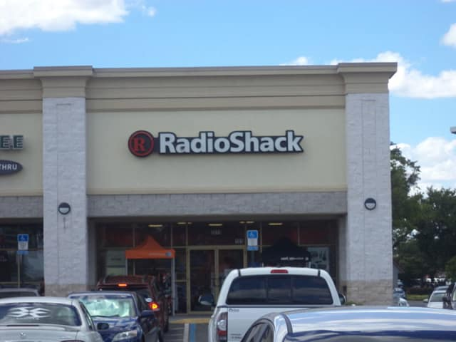 Radio Shack plans to close 500 stores, according to a story posted Tuesday by the Wall Street Journal.