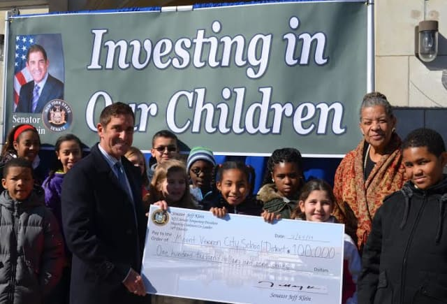 Senator Jeff Klein presenting the grant to Mount Vernon students and interim Superintendent Judith Johnson.