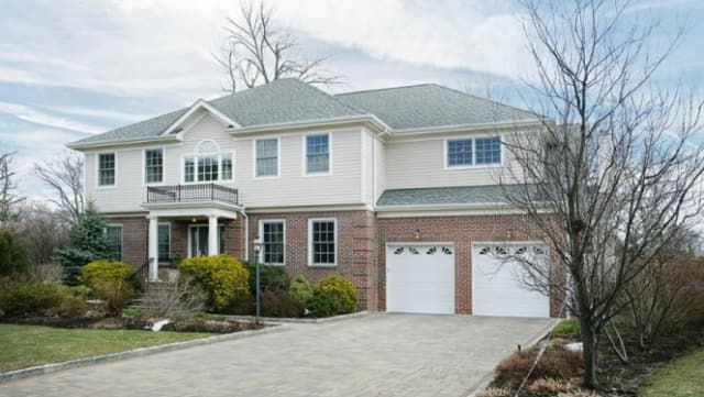 8 Mill Pond Lane, New Rochelle