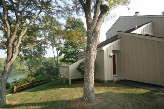 209 Lakeside Drive, South Salem