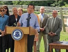 Gov. Dannell Malloy speaks at Locket's Meadow Farm.