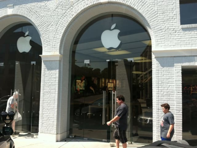 The suspect in a theft didn't get far from the Apple Store on Greenwich Avenue -- he was arrested shortly after leaving store with an Apple product, police said.