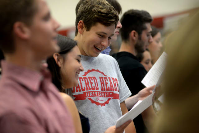 New students take the induction oath during New-Student Convocation at Sacred Heart Univesrity.