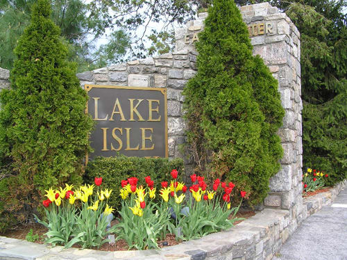 Lake Isle Country Club in Eastchester is operating as a shelter.