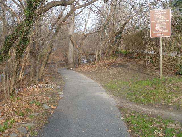 Yonkers City Council approved partial funding of a bike path Tuesday that would run from Palmer Road to the Bronx.