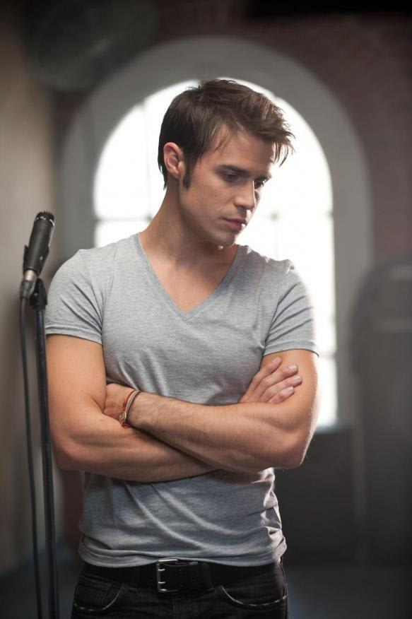 "Kris Allen, the Season 8 winner of ""American Idol,"" will be performing at the Ridgefield Playhouse."