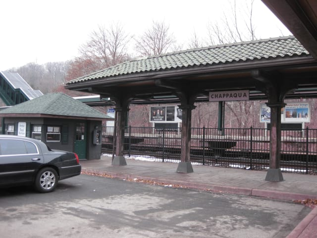 Ten electric-vehicle charging stations will be installed at the Chappaqua train station.