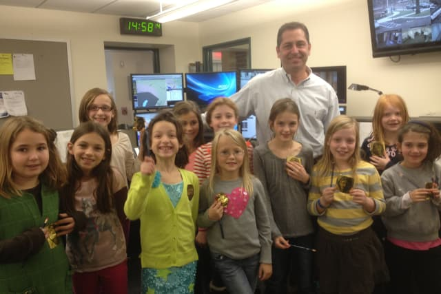 Brownies from Ox Ridge Elementary toured the newly-built Darien Police Department.