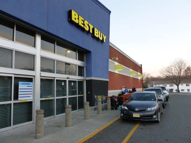 Norwalk police said a man tried to walk out of the Best Buy on Connecticut Avenue Wednesday with two computers he didn't purchase.