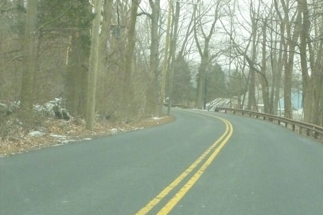 Greenwich Daily Voice reader Shawna Kischowksi suggested on our Facebook page this stretch of Pemberwick Road should have a sidewalk.