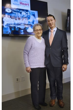 Amelia Clark, a TAVR patient, with her cardiothoracic surgeon Gilbert Tang, M.D.