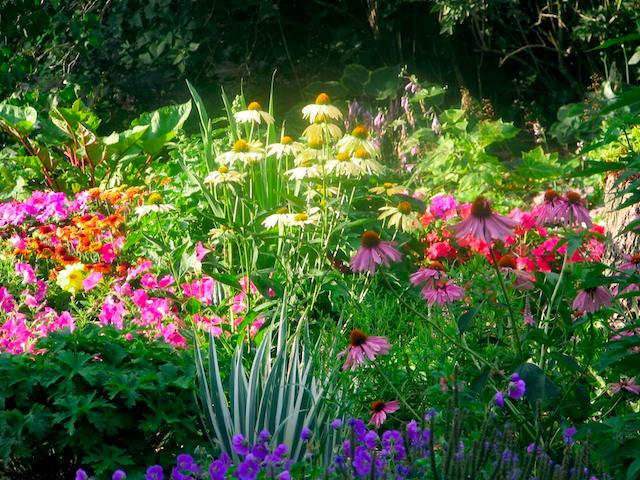 The Danbury Garden Club will hold its annual garden party to benefit the Danbury Museum & Historical Society on Saturday.