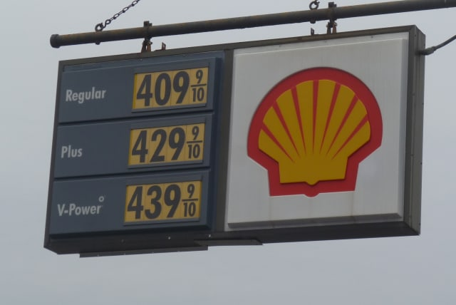 Gas prices continue to fall in Harrison.