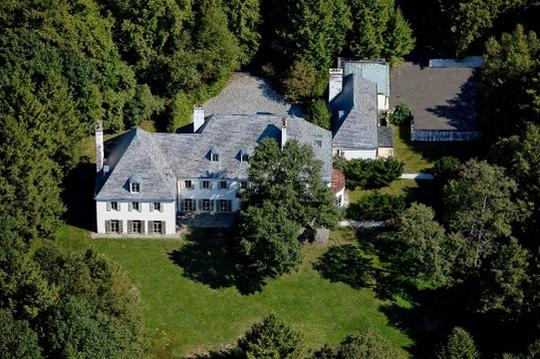 An aerial view of Huguette Clark's vacant estate in New Canaan