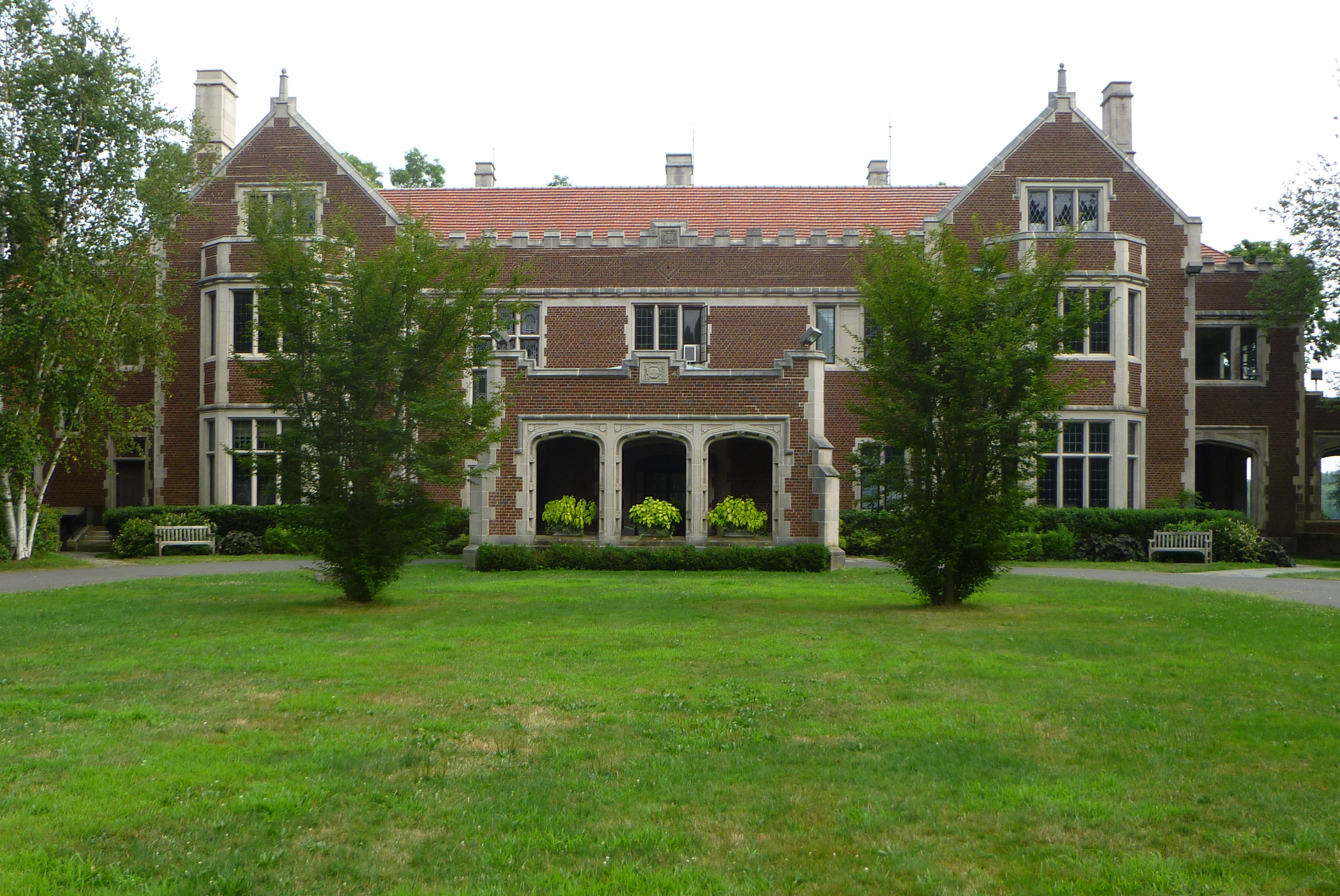 New Canaan's Waveny House will host a series of programs for the New Canaan Recreation Department.