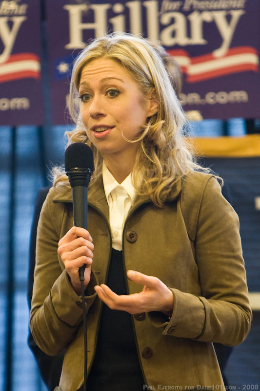 Chelsea Clinton, the daughter of Chappaqua residents Bill and Hillary Clinton, announced Thursday that she is pregnant.