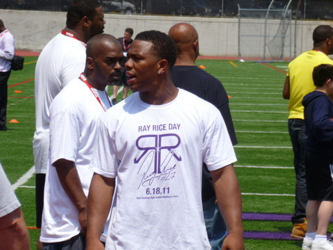 New Rochelle's Ray Rice of the Baltimore Ravens will have hometown support when family members, friends and neighbors gather Sunday for a Super Bowl XLVII Watch Party.