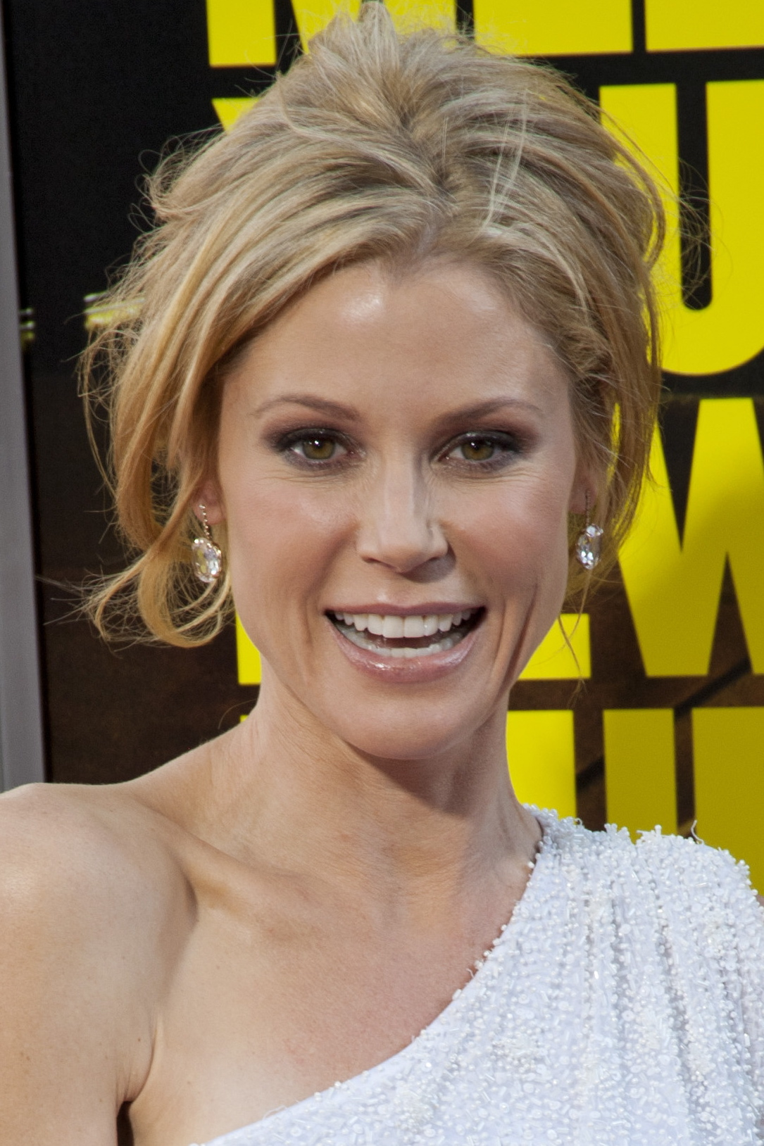 Two-time Emmy winner Julie Bowen will be the commencement speaker at Greenwich Academy's Class of 2013 graduation ceremony.
