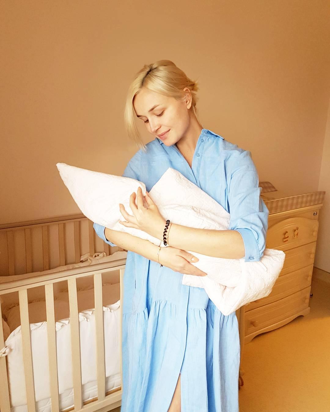 Полина гагарина родила дочку как назвали