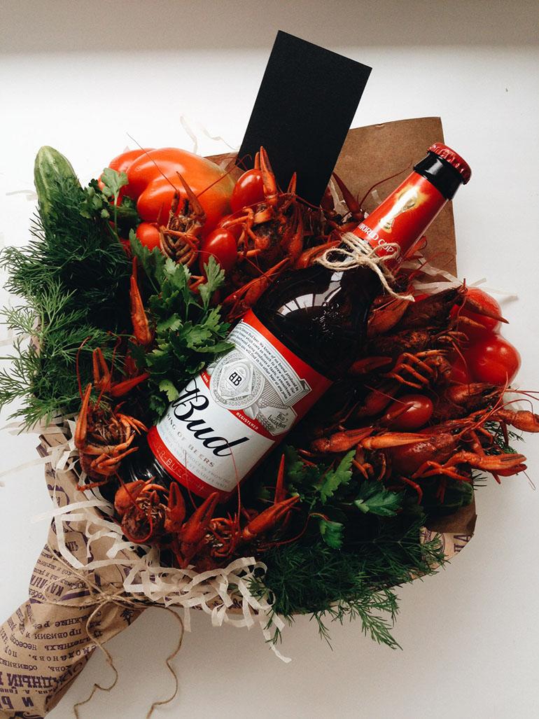 Букет из банок пива и букет из рыбы фото