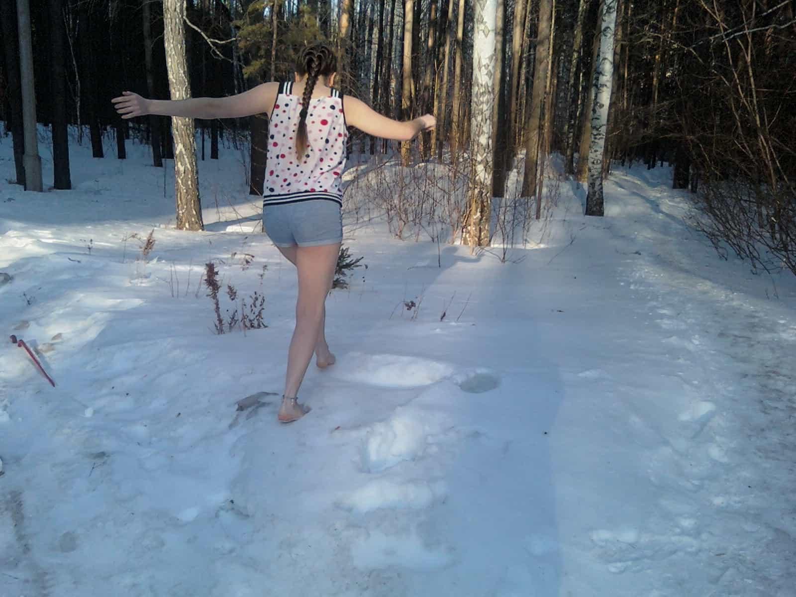 К чему снится бегать босиком по снегу