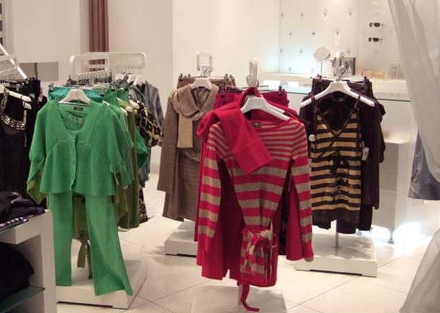 Правильная выкладка товара в магазине одежды