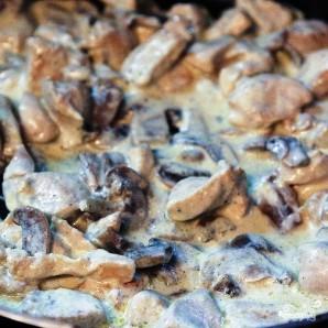 Курица с грибами в сливочном соусе - фото шаг 5