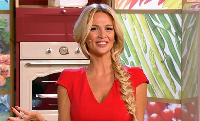 Виктория Лопырева в передаче «Футбольная кухня»