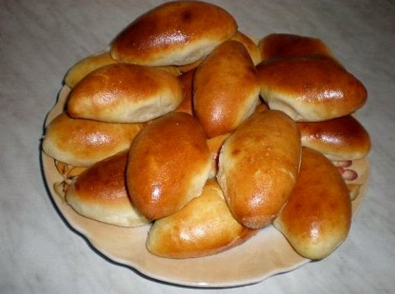 Дрожжевые пирожки в духовке на кефире