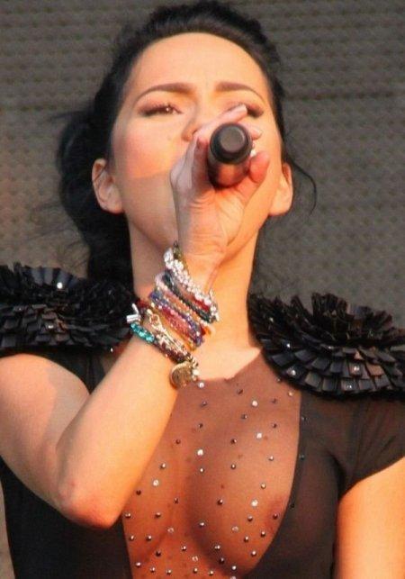 Голая на фото певица инна