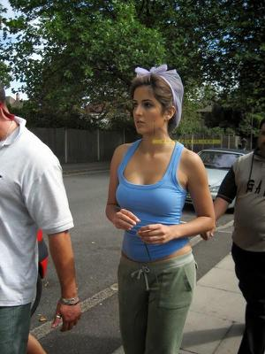 Katrina Kaif Unseen Hot Cleavage On Dhoom 3 Set