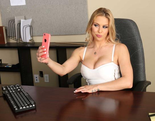 Красивые порно секретарши