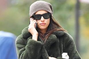 И в леопардовых штанах: Ирина Шейк на прогулке в Нью-Йорке