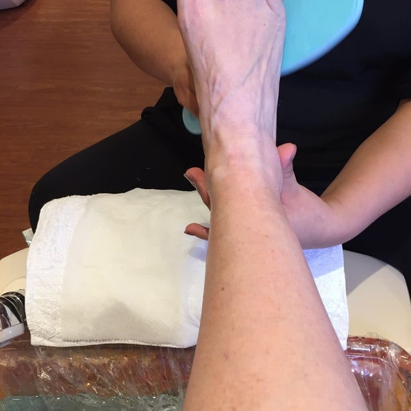 Blooming nails newtown square