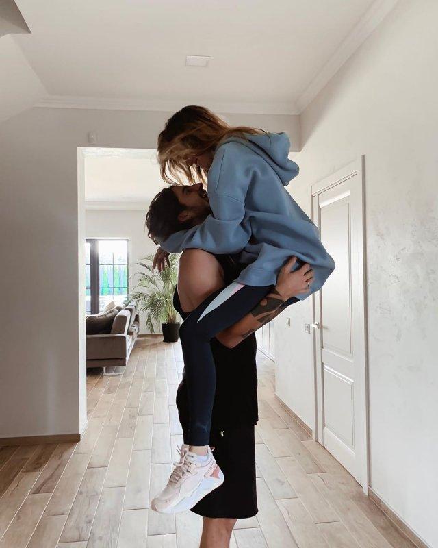 По-богатому: новый особняк Нади Дорофеевой и Владимира Дантеса - фото 455108