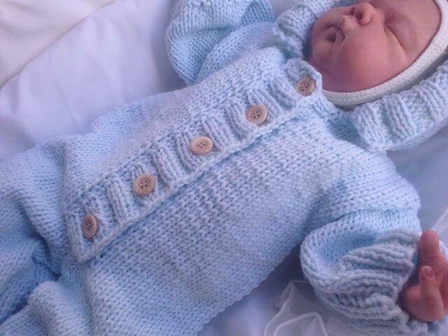 Вяжем спицами комбинезон для малыша