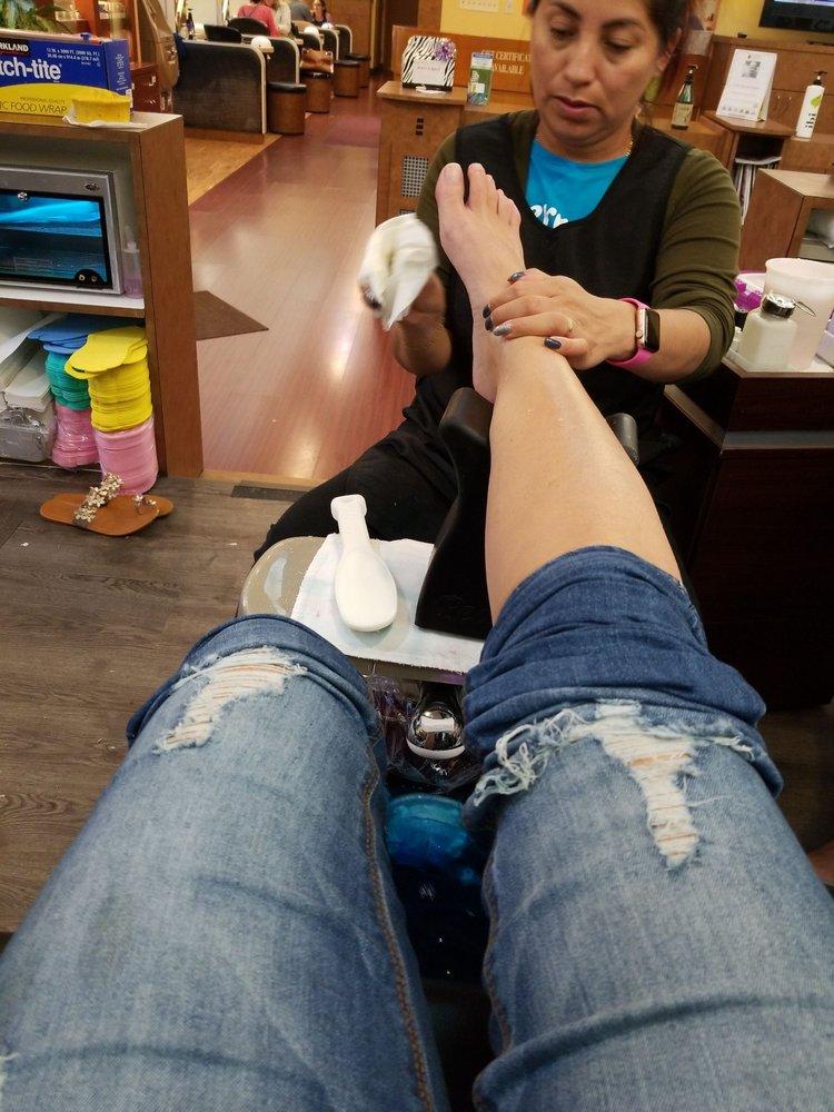 Nails reading pa