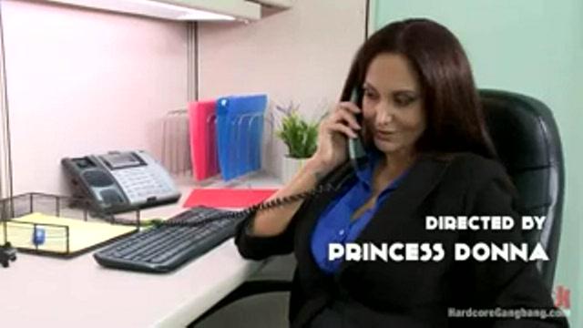 Менеджеры трахнули новую секретаршу