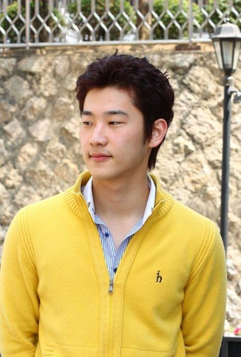 Best Korean Guys Hairstyles for Small Eye Men