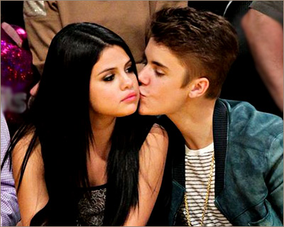 Селены гомес и джастин бибер поцелуй