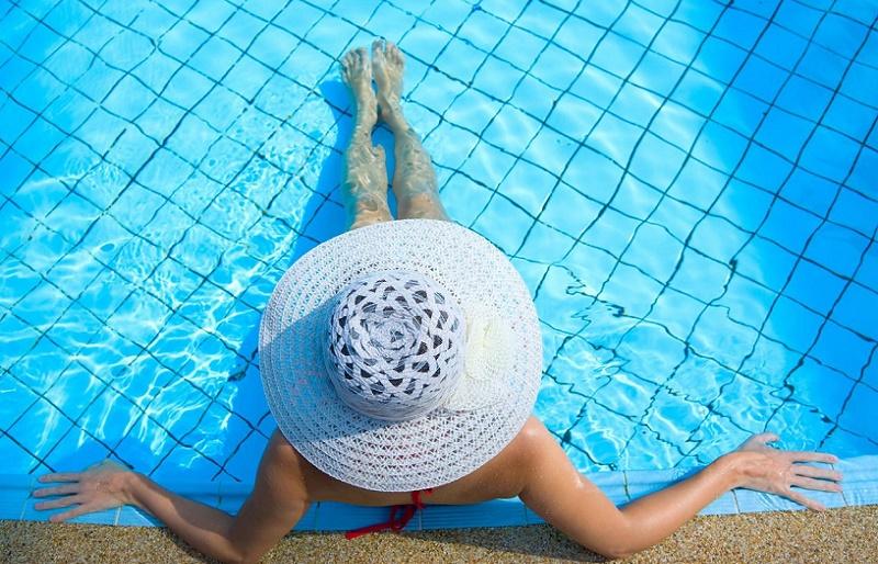 Почему нельзя купаться при месячных