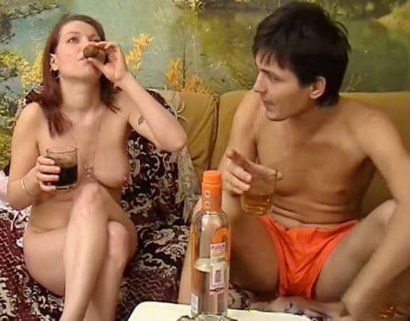 Пьяных телок русских ебут