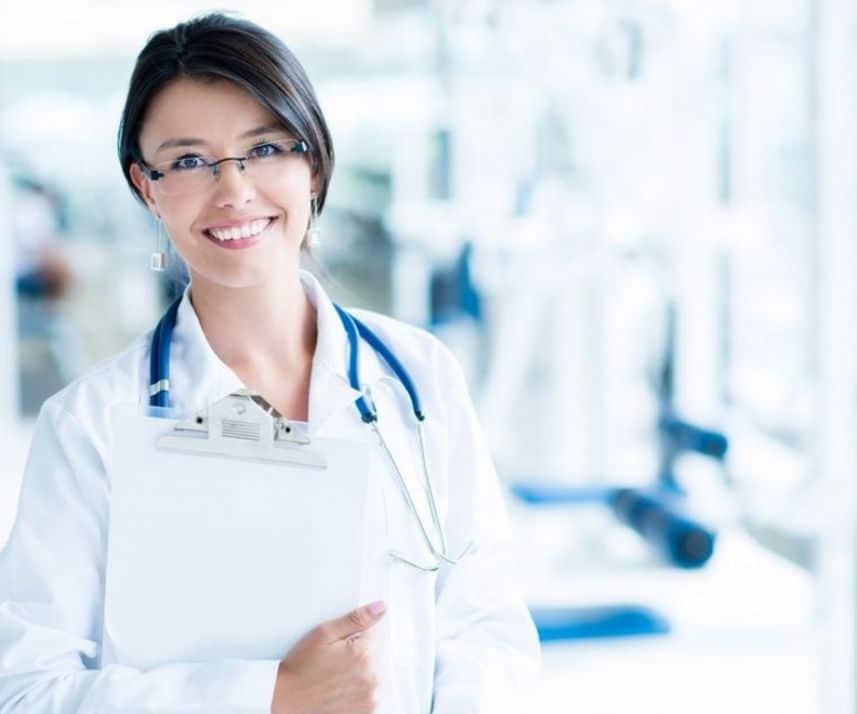 женщина-врач в больнице