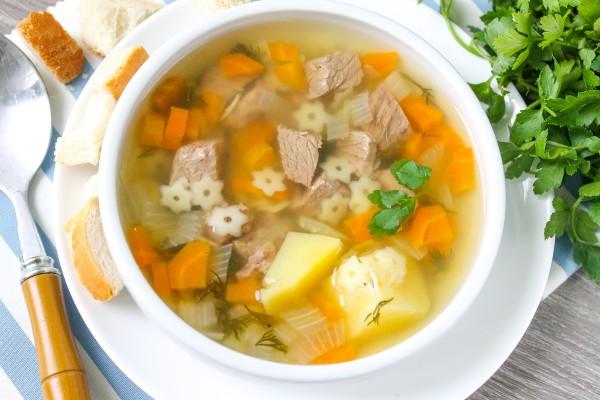 Суп из говядины с лапшой и картошкой