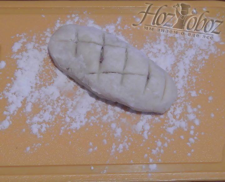Заверните края лепешки так, что бы получился своего рода пирожок